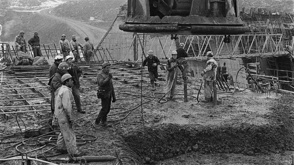 Des travailleurs dans les années 60, sur le chantier de Manic-5