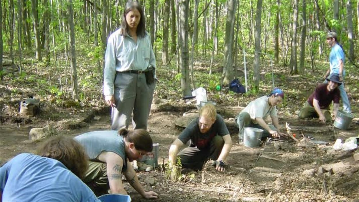 L'archéologue Michel Gagné supervise la recherche de vestiges iroquoiens