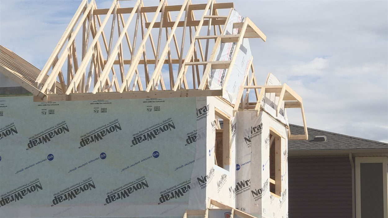 La construction résidentielle a ralenti à Okotoks, selon le maire.