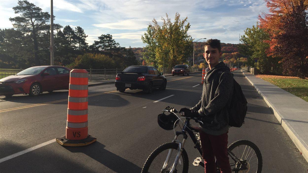 Piste cyclable à l'essai. Pont Jacques-Cartier, Sherbrooke.