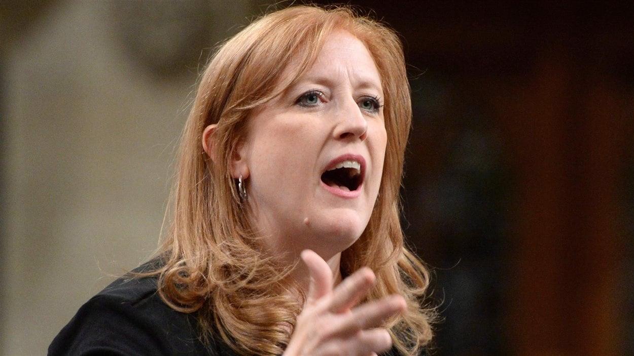 Lisa Raitt, lors de la période des questions à la Chambre des communes, le 4 octobre.