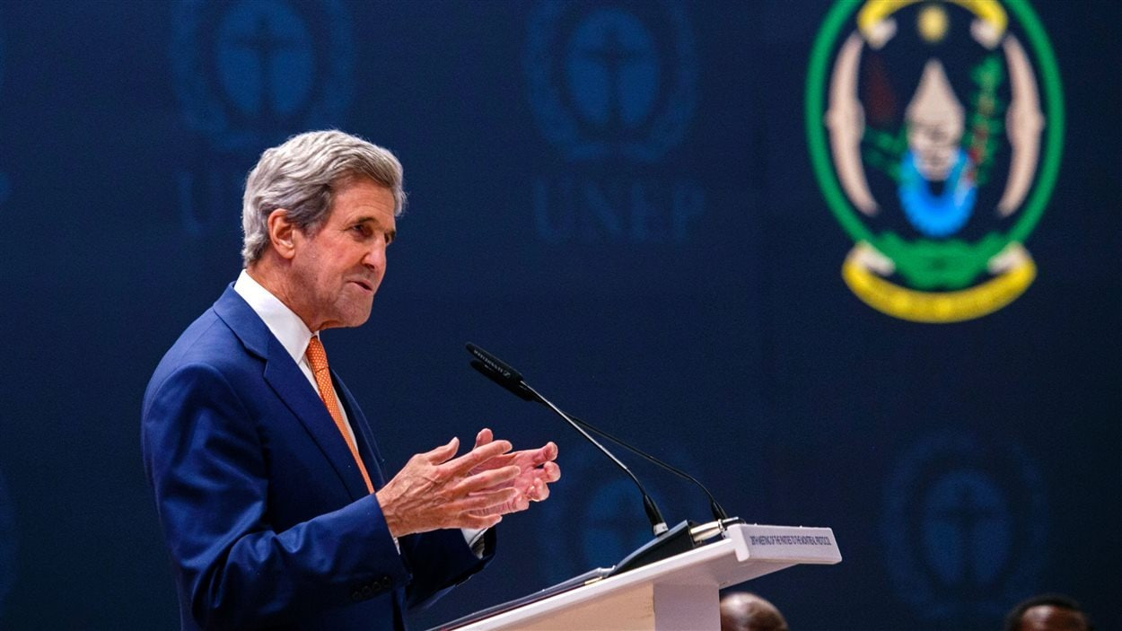 Le secrétaire d'État américain, John Kerry, livre un discours à la 28e réunion des parties au protocole de Montréal, le 14 octobre 2016, à Kigali.