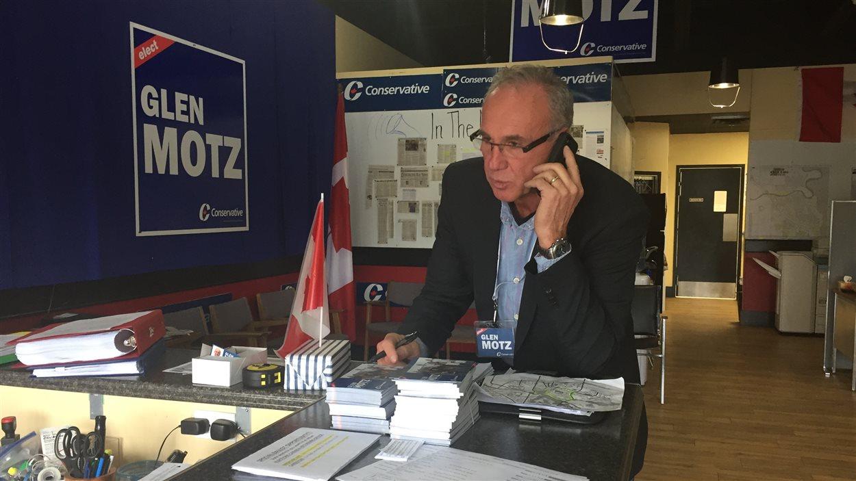 Le policier à la retraite Glen Motz a remporté la course à l'investiture conservatrice en juin 2016.