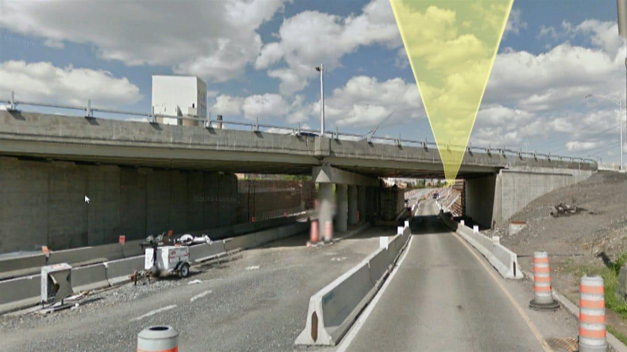 Le viaduc démoli sur l'autoroute 15