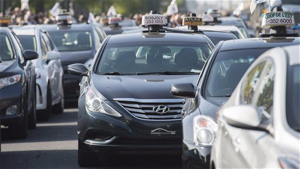 Un rassemblement de chauffeurs de taxi à Montréal.