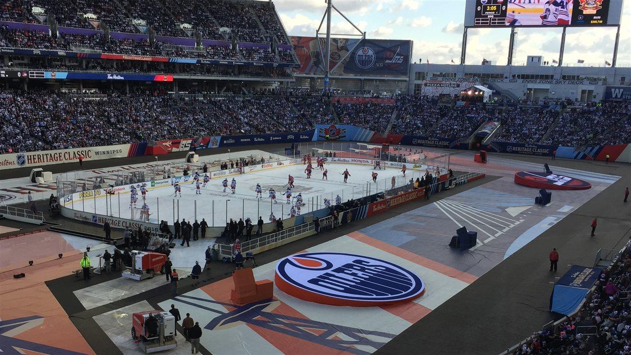 La patinoire au stade Group Investors de Winnipeg lors de la Classique héritage.