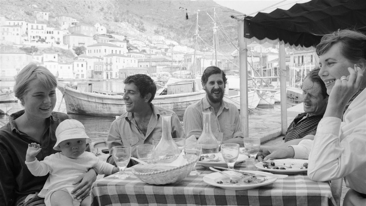 Le chanteur montréalais a rencontré la Marianne de la chanson sur l'île d'Hydra, en Grèce.