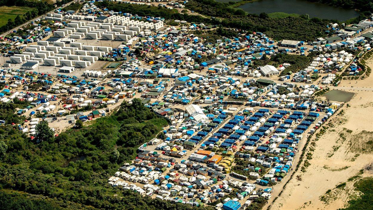 Vue aérienne de la « jungle » de Calais prise le 16 août 2016