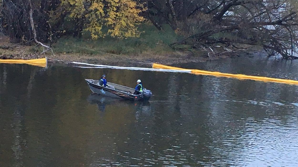 Des membres de Sentinelle Outaouais se sont rendus sur la rivière du Lièvre.
