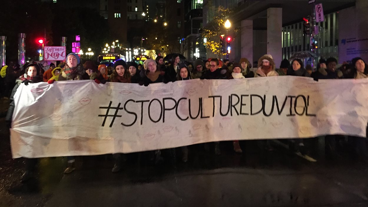 Manifestation dans les rues de la Basse-Ville de Québec pour dénoncer la culture du viol.