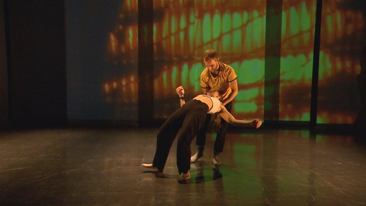 Danse de nuit utilise la technologie pour faire entendre les battements du coeur des danseurs.