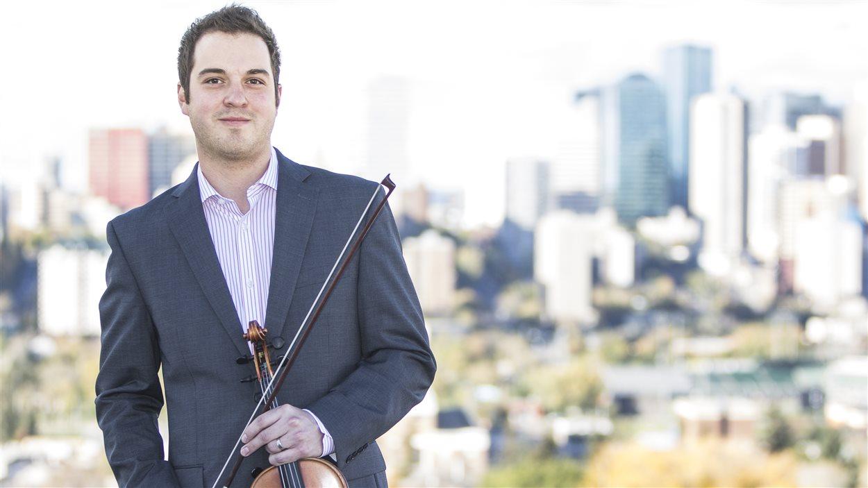 Daniel Gervais et son violon à Edmonton