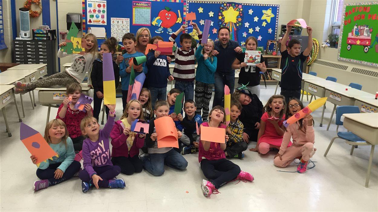 Les élèves de Mme Lynne Dubeau à l'École publique Foyer-Jeunesse à Hanmer.