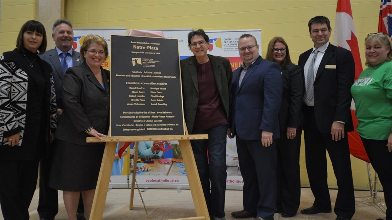 Paul Demers s'était rendu à l'inauguration de l'école Notre Place, du nom de sa chanson, dans le secteur d'Orléans.