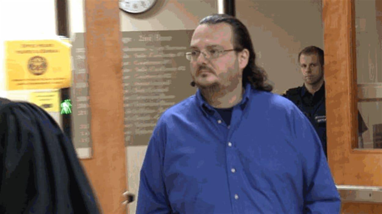 Jean-Claude Savoie lors de son passage en cour à Campbellton. Il est accusé de négligence criminelle ayant causé la mort.