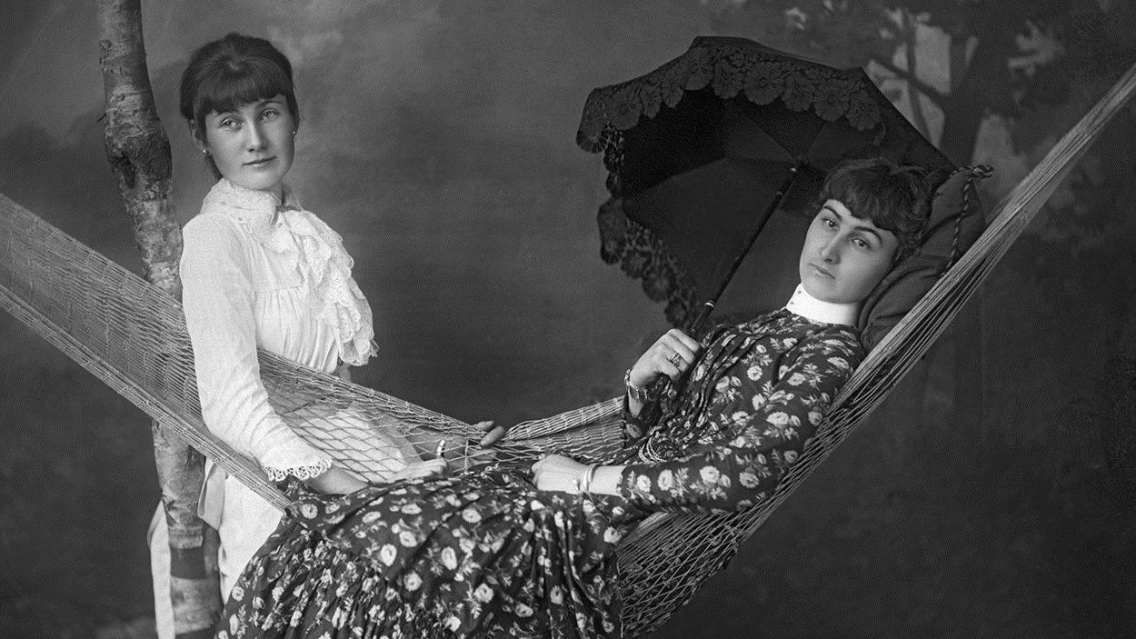 Anna et Louisa Spence, 1883