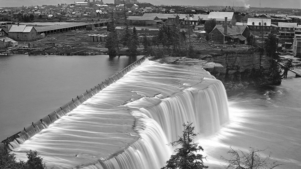 Vue d'Ottawa depuis les chutes Rideau, Ontario, 1869
