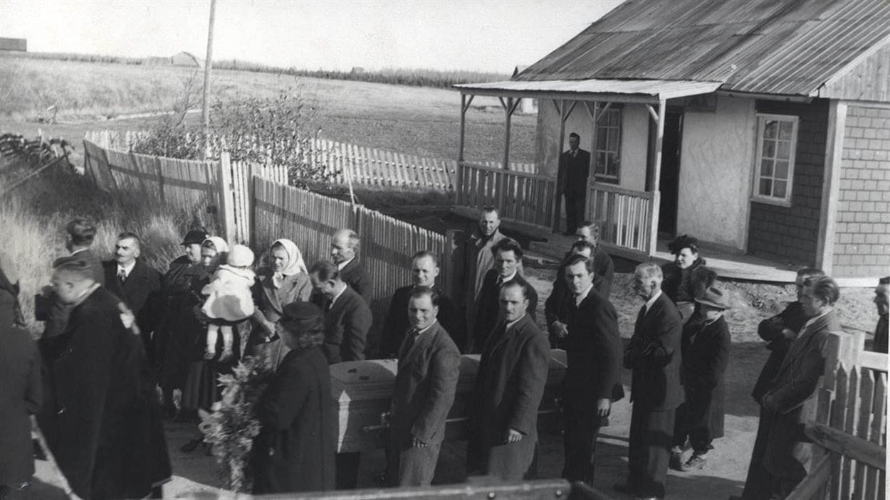 Funérailles de Thérèsa Dunsza-Sup à Lac Castagnier, 1947