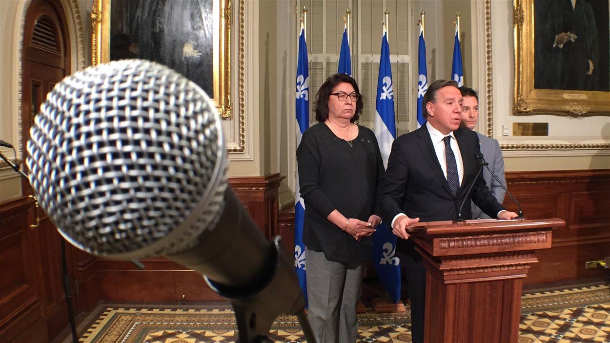 Claire Samson, François Legault et Simon Jolin-Barrette de la Coalition avenir Québec
