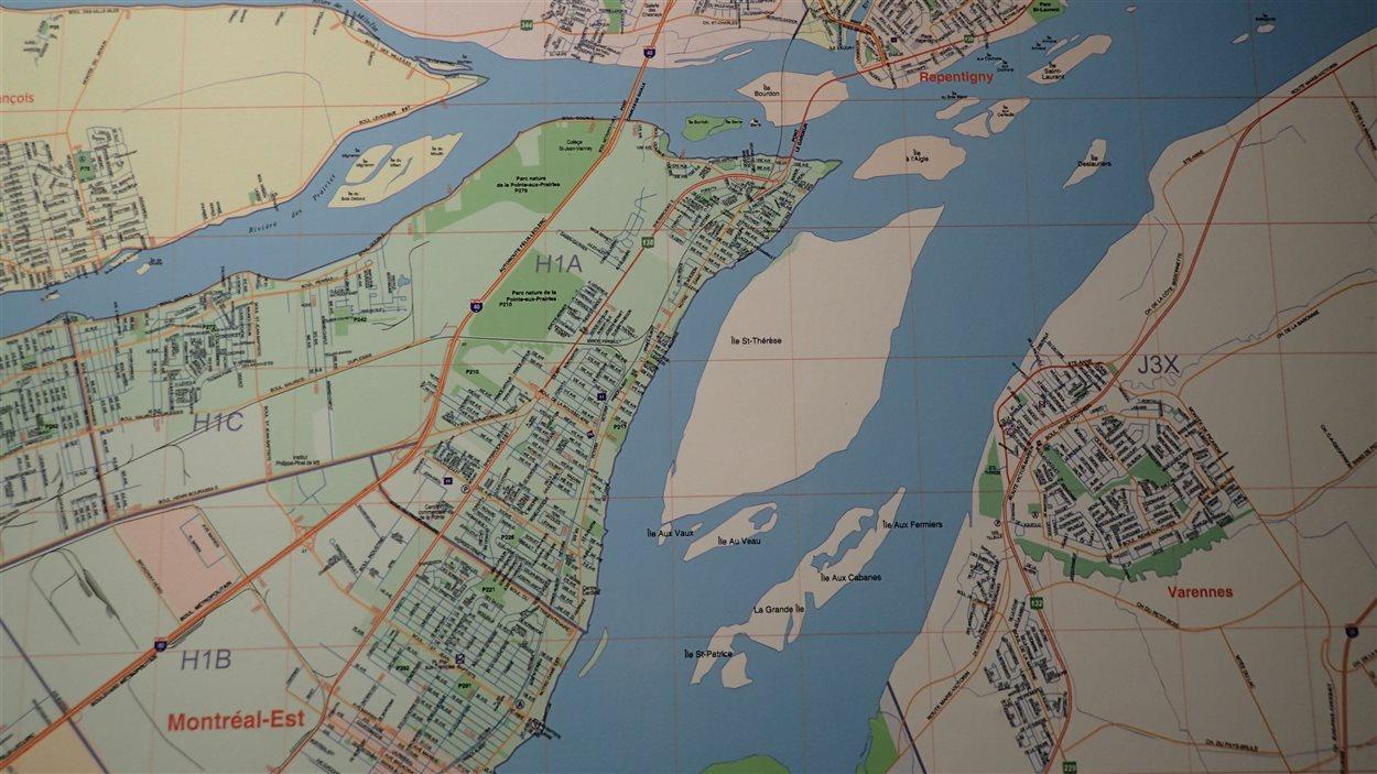 Techniquement, l'île de 5 km carrés appartient à la municipalité de Varennes, en Montérégie. Elle est cependant plus près de la pointe est de l'île de Montréal.
