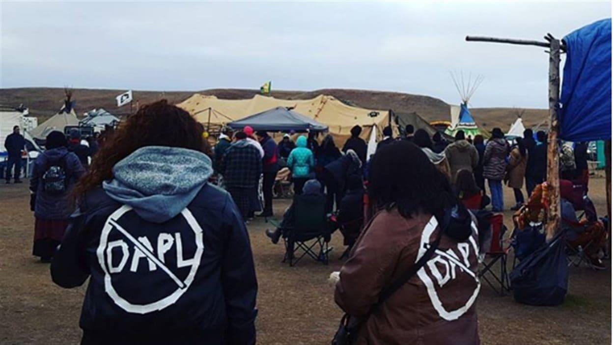 Des manifestants à la Première Nation Standing Rock, dans le Dakota du Nord, qui s'opposent à la construction du pipeline Dakota Access.