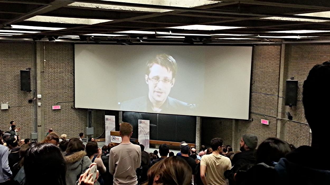 Edward Snowden en conférence par vidéo à l'Université McGill