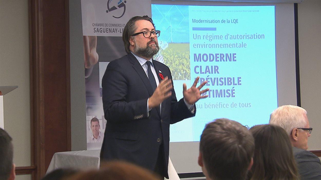 Le ministre du Développement durable, de l'Environnement et de la Lutte contre les changements climatiques, David Heurtel