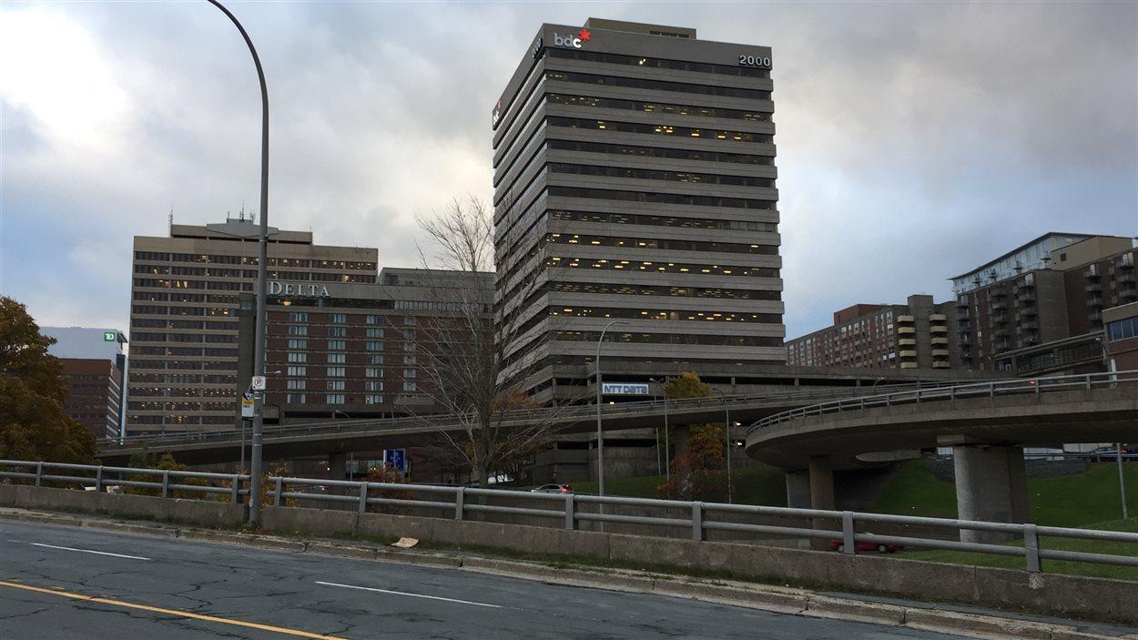 L'échangeur Cogswell est situé au sud du centre-ville d'Halifax.