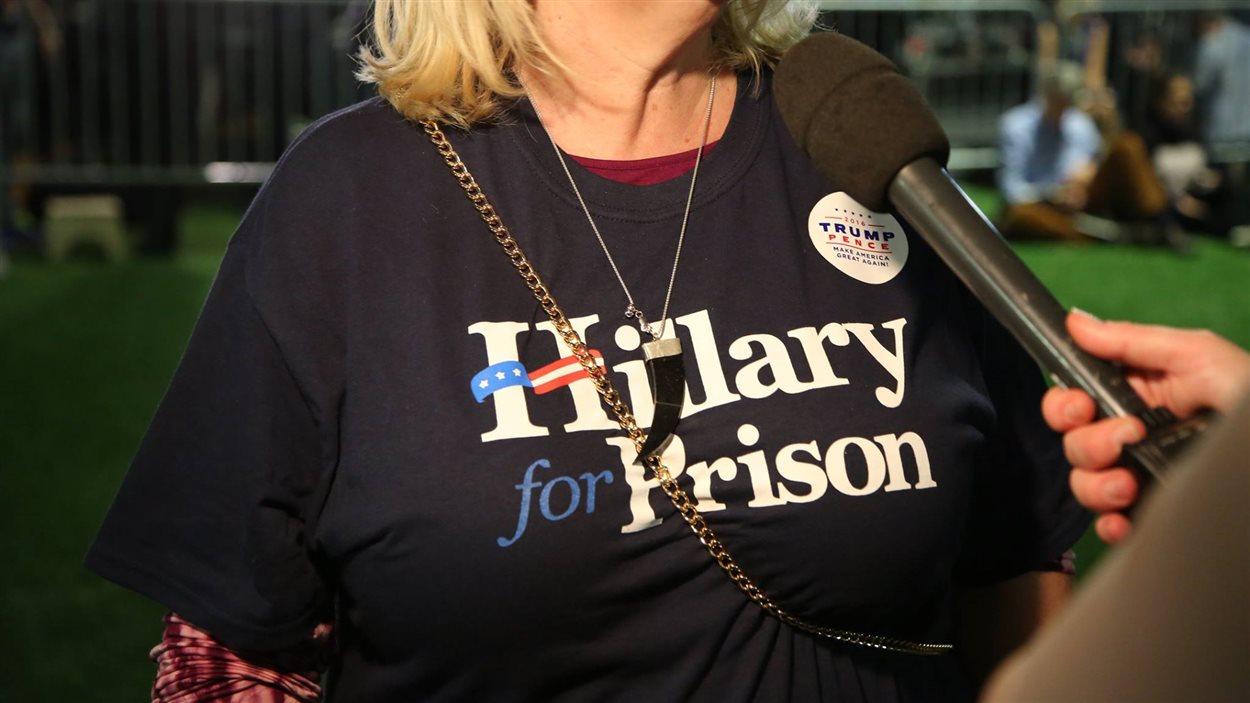 Plusieurs partisans de Donald Trump demandent carrément l'incarcération d'Hillary Clinton.