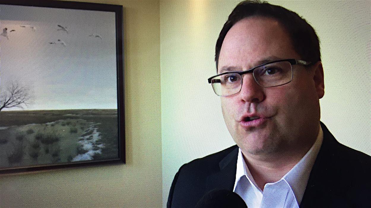 Alexandre Cusson, maire de Drummondville, en entrevue dans su bureau
