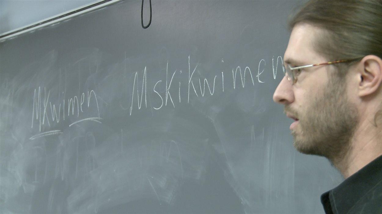 Enseigner une langue autochtone pratiquement disparue : le défi de Philippe Charland.