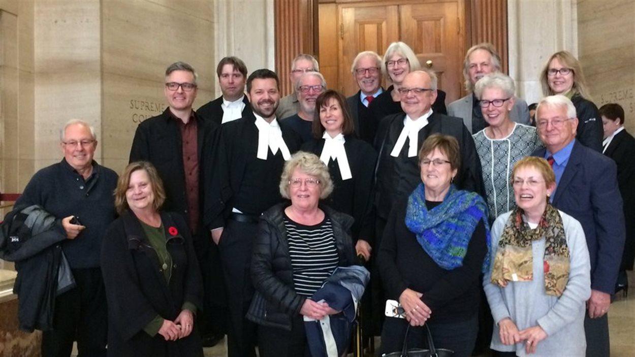 Des avocats de la Fédération, des enseignants et des chefs syndicaux à la Cour suprême du Canada