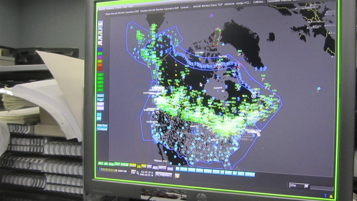 Des écrans du genre, il y en a plusieurs pour surveiller quelque 220 000 vols d'avions en Amérique du Nord chaque année.