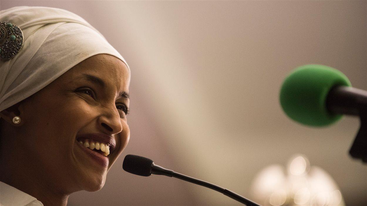 Ilhan Omar, candidate démocrate élue à la Chambre des représentants du Minnesota, le soir de sa victoire