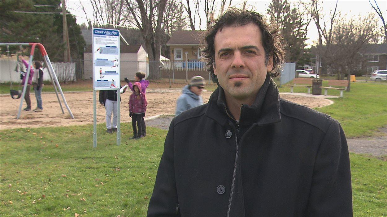 Le conseiller municipal indépendant de Saguenay, Simon-Olivier Côté, a inauguré le circuit Allez Hop!