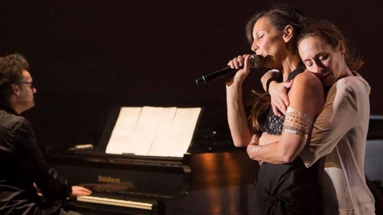 Bïa avec la chorégraphe/danseuse Anne Plamondon pour «Avec le temps».