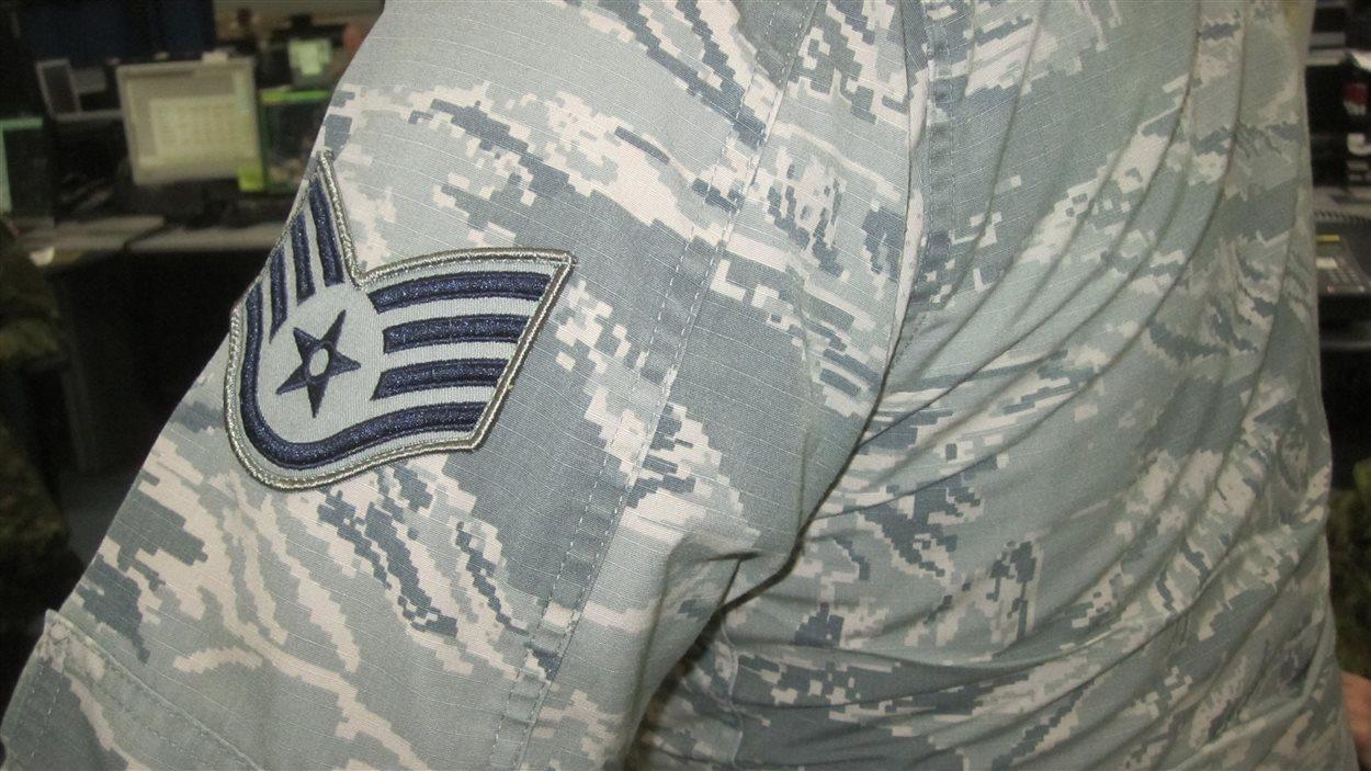 Un militaire américain en uniforme.