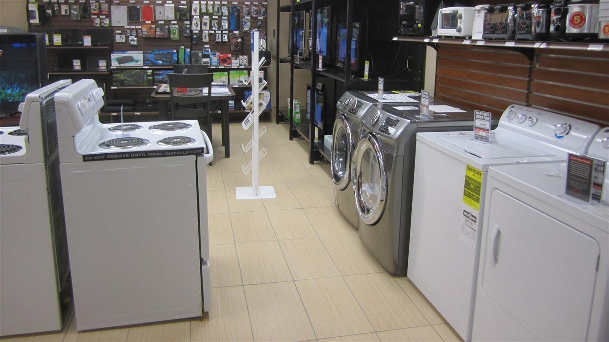 Des appareils électroménagers au magasin général.