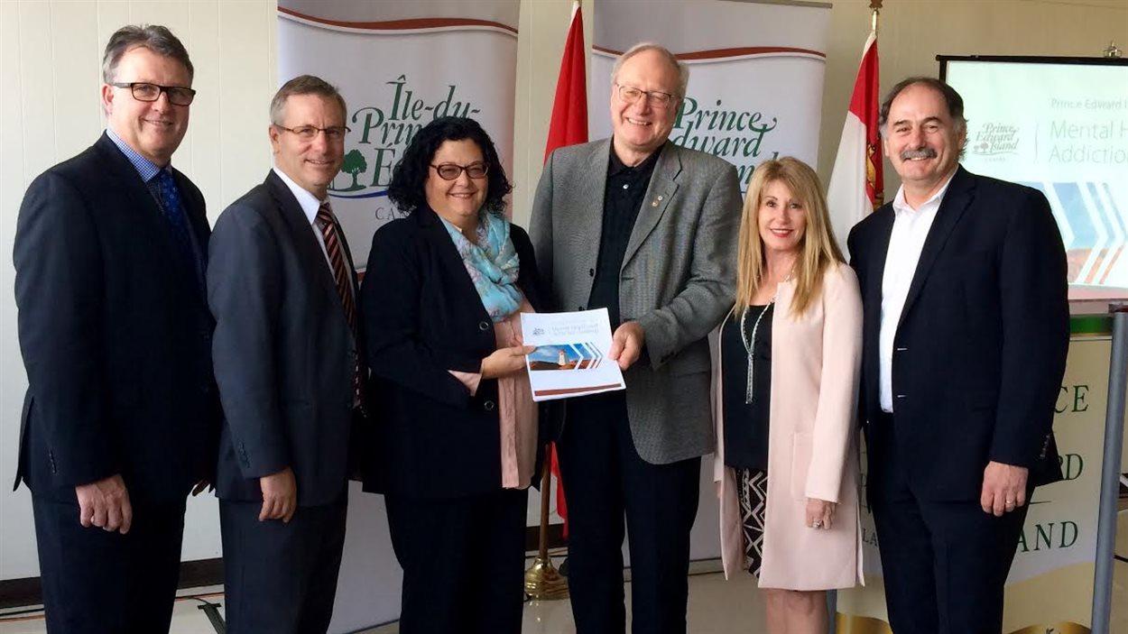 Le premier ministre Wade MacLauchlan a pris part au dévoilement de la nouvelle stratégie de l'Île-du-Prince-Édouard en matière de santé mentale et de lutte contre les dépendances.