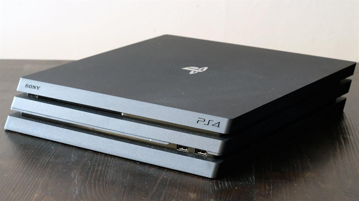 La console de jeux vidéo PS4 Pro