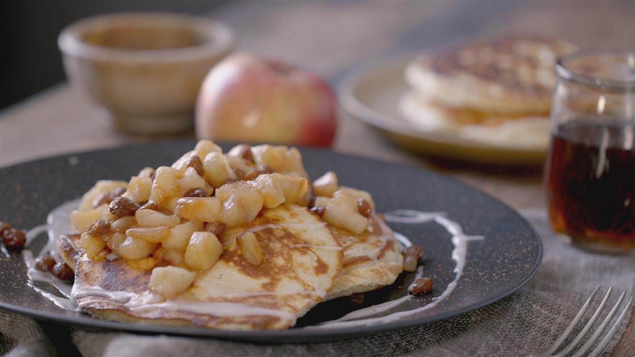 Crêpes américaines (pancakes) de style brioches à la cannelle