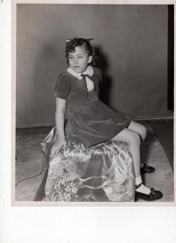 Photo en noir et blanc de Francine, enfant.