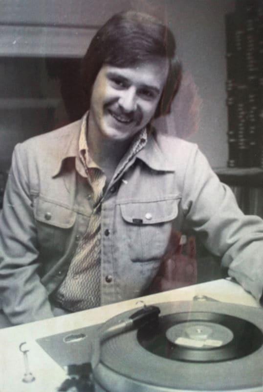 Claude Saucier est finalement embauché par CKCN, une station radiophonique de Sept-Îles, pour animer une émission de nuit les fins de semaine. Il gagne un maigre 1,65 $ / l'heure. Moins d'un an plus tard, l'animateur-recrue quitte Sept-Îles pour Saint-Jérôme (CKJL) où il anime diverses émissions pendant cinq années. Il se joint à l'équipe de CKAC, à Montréal, au printemps 1975.