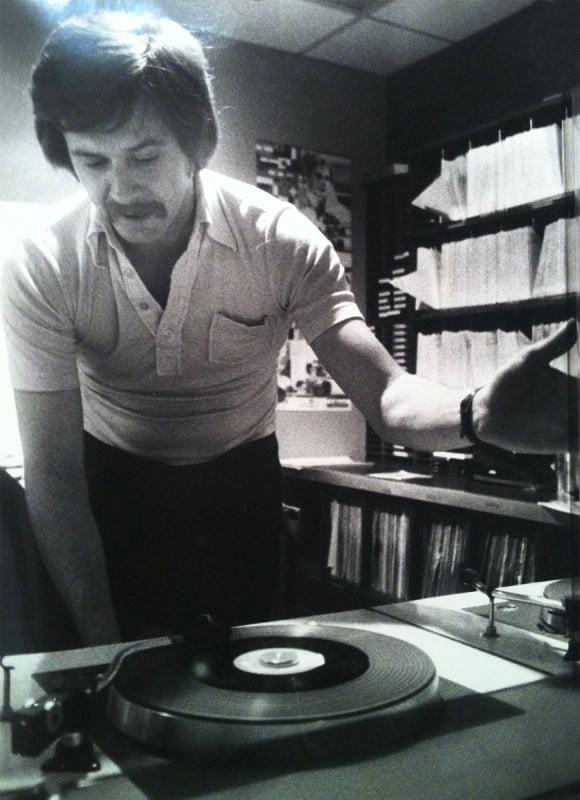 À CKAC, Claude Saucier s'occupe, pendant un temps, des rubriques sportives. Il anime ensuite l'émission Le Grand Express, diffusée la nuit, de 1976 à 1980. CKAC devient une école pour le jeune Claude qui travaille aux côtés de grandes vedettes de l'animation tels que Jacques Proulx et Louis-Paul Allard. « Je m'imbibais de ces gens-là », dira-t-il, plus tard. « Je regardais comment les gens travaillaient autour de moi. »