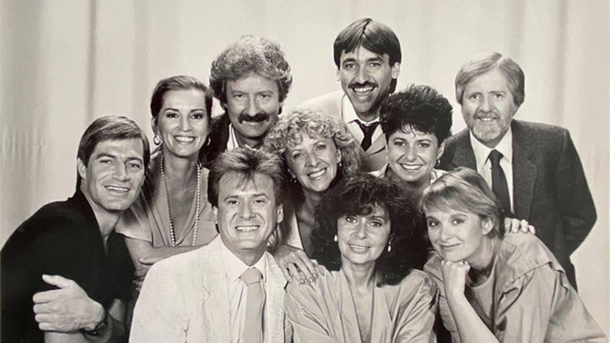 En septembre 1980, Claude Saucier fait le saut à la télévision de Radio-Québec (devenue Télé-Québec en 1996), pour animer Téléservice. Cette émission est immensément populaire et propulse encore davantage la carrière de Claude Saucier. Après huit ans, il quitte Télé-Québec pour relever un nouveau défi au réseau TVA. Il participe à la création d'une autre émission populaire, Salut Bonjour, qu'il animera pendant trois ans de 1989 à 1992.