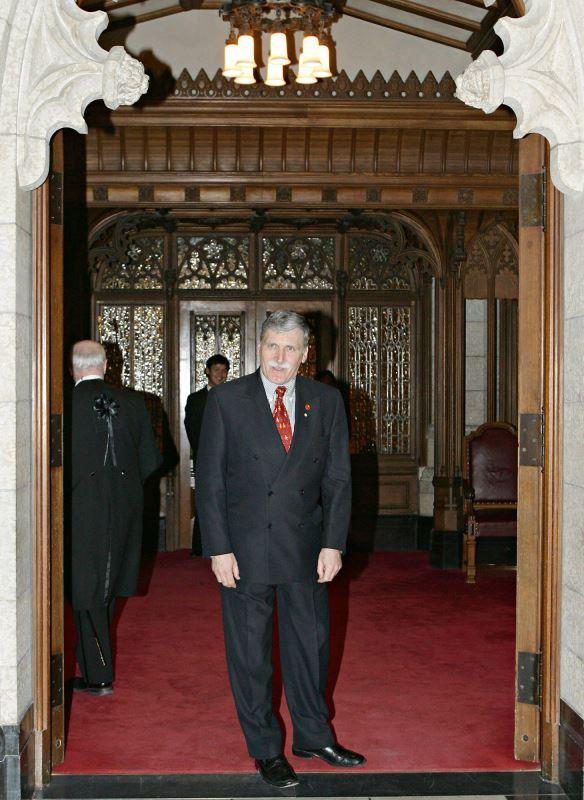 Roméo Dallaire se rend au Sénat le 12 avril 2005 pour y être assermenté.