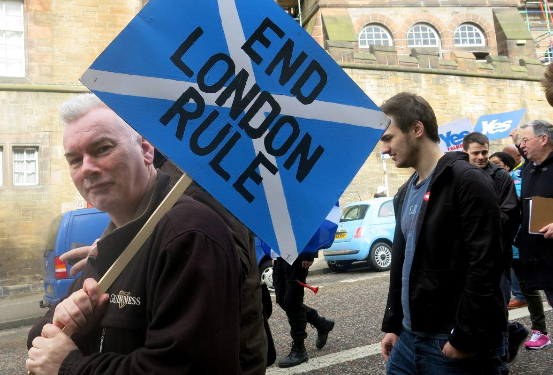 Un manifestant lors d'une marche en faveur de l'indépendance le 15 mars 2014 à Édimbourg, en Écosse.