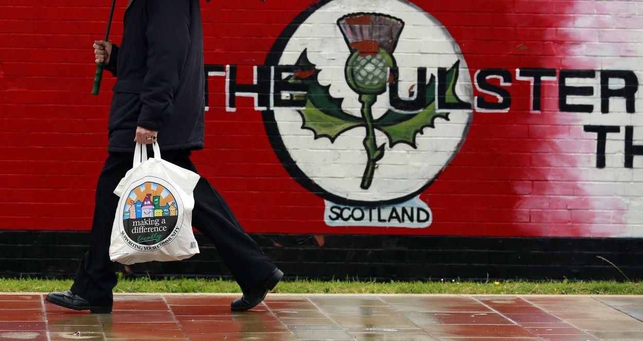 Les loyalistes d'Irlande du Nord incitent les Écossais à voter contre l'indépendance.