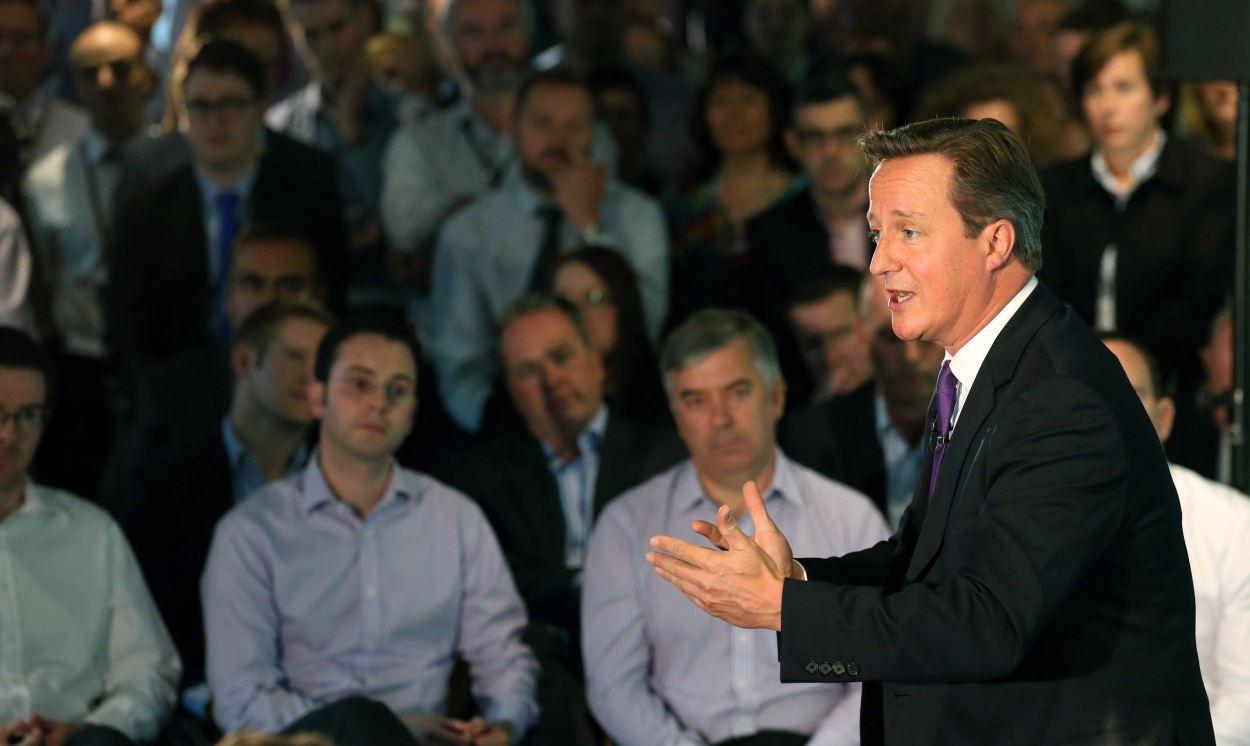 David Cameron en visite aux bureaux de l'entreprise financière Scottish Widows à Édimbourg