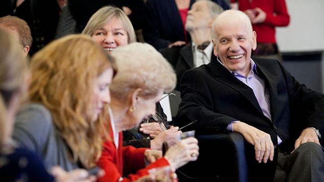 Les membres et les fondateurs du défunt Rassemblement des citoyens de Montréal ont rendu hommage à l'ex-maire Jean Doré le 14 décembre 2014, à l'UQAM.
